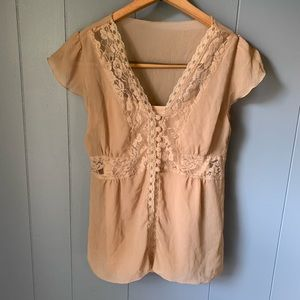 🖤 3/$10 Nude baby doll blouse